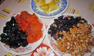 Питательная смесь из сухофруктов, меда, орехов и лимона