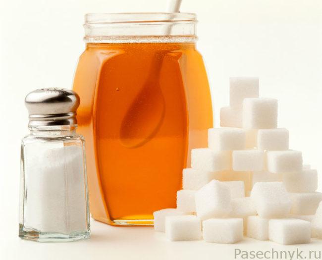 мед и кубики сахара