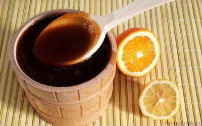 гречишный мед с ложкой
